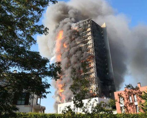 milano grattacielo incendio